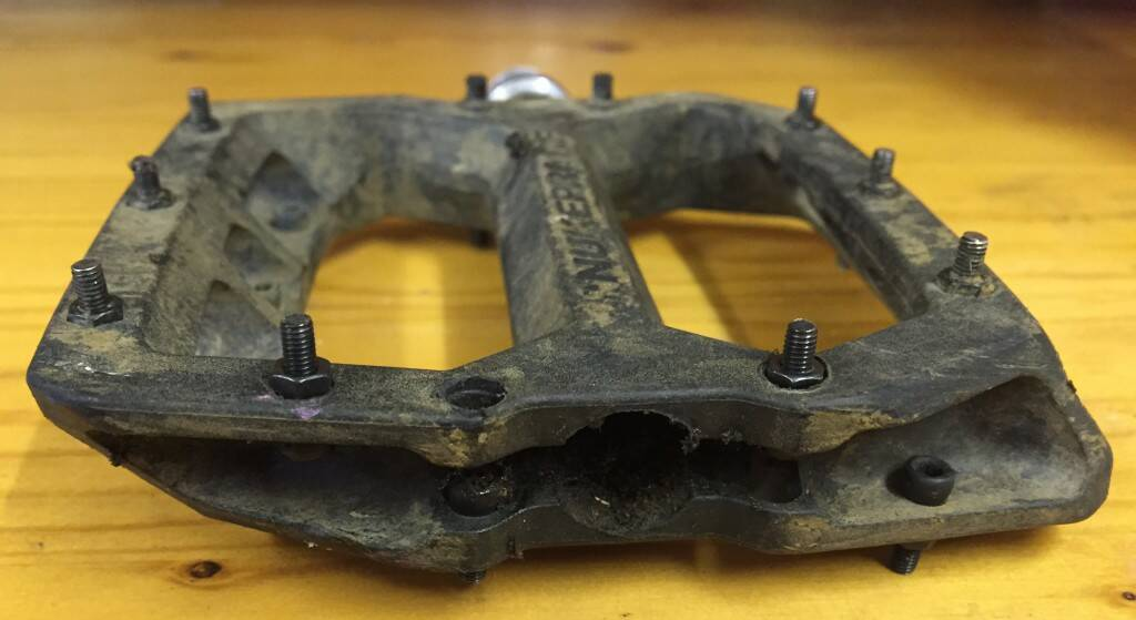 One repaired Nukeproof Horizon Comp Pedal